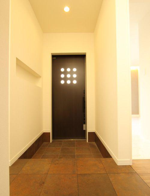 オリエンタルテイストのシンプルな玄関