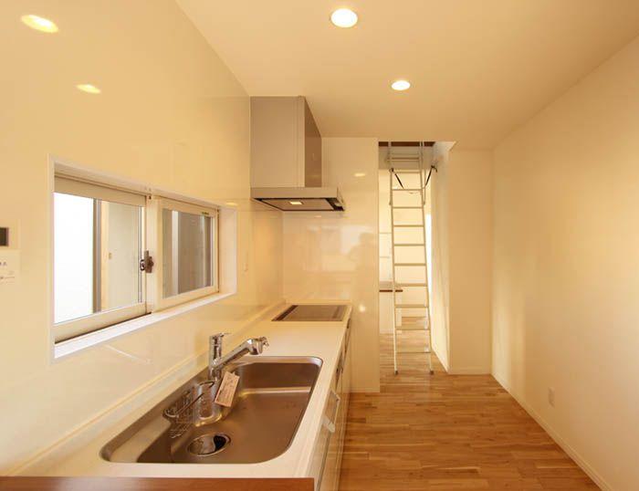明るく清潔なキッチン。