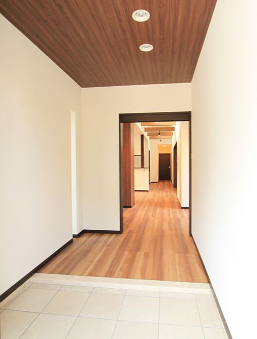 バリアフリー仕様の広々玄関