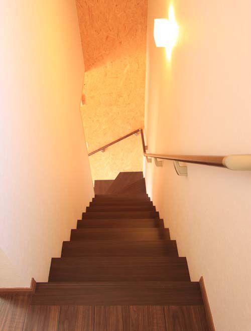 リビングへと直接通じる階段室