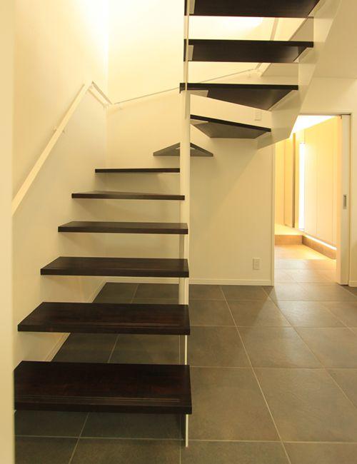 お洒落なスケルトンの回り階段