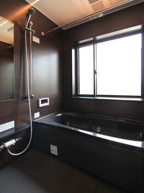 黒色系でまとめたシックなお風呂