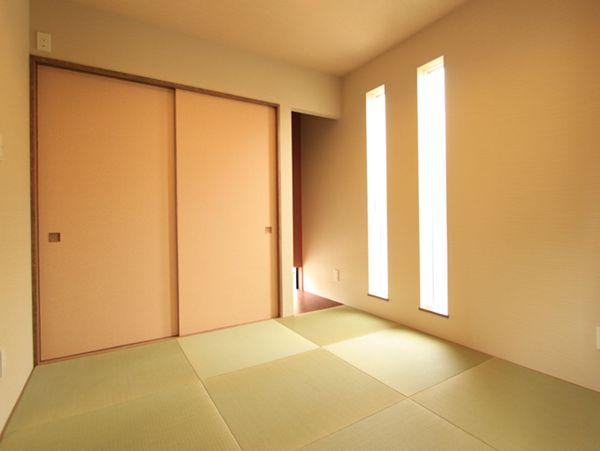 玄関から直接連続するモダンな和室