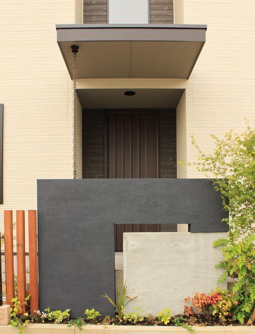重厚な存在感を醸し出す高さ2.5mの玄関ドア