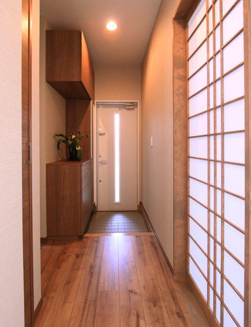 来客用メイン玄関の別に設けられた家族用のサブ玄関