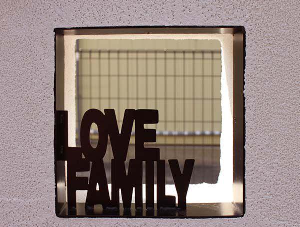 玄関門柱にはY様ご家族の想いが込められています。