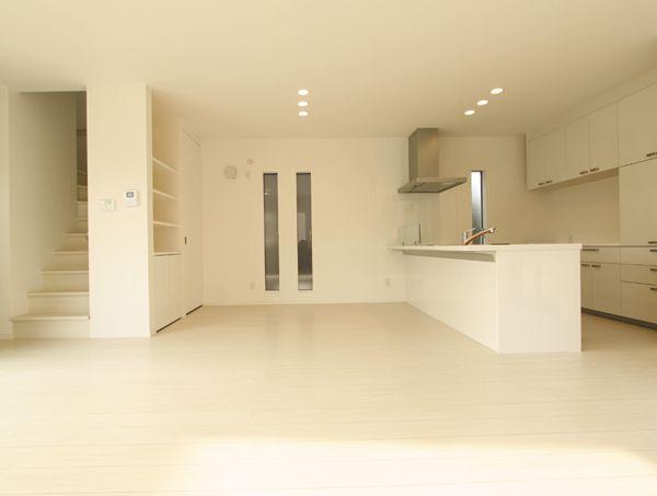 キッチン回りも清潔感溢れるホワイト色でまとめました