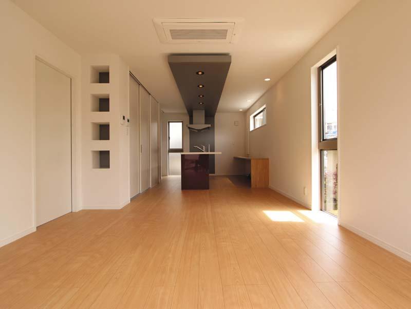 2階部分のLDKはバランスの良い採光と通風に配慮した明るく快適な空間を提案。