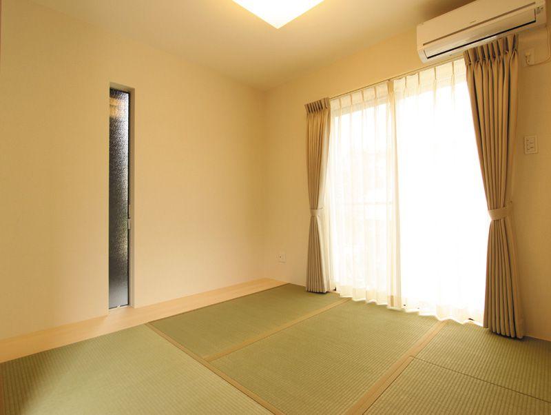 主寝室の床は機能的に使える畳床にしました。