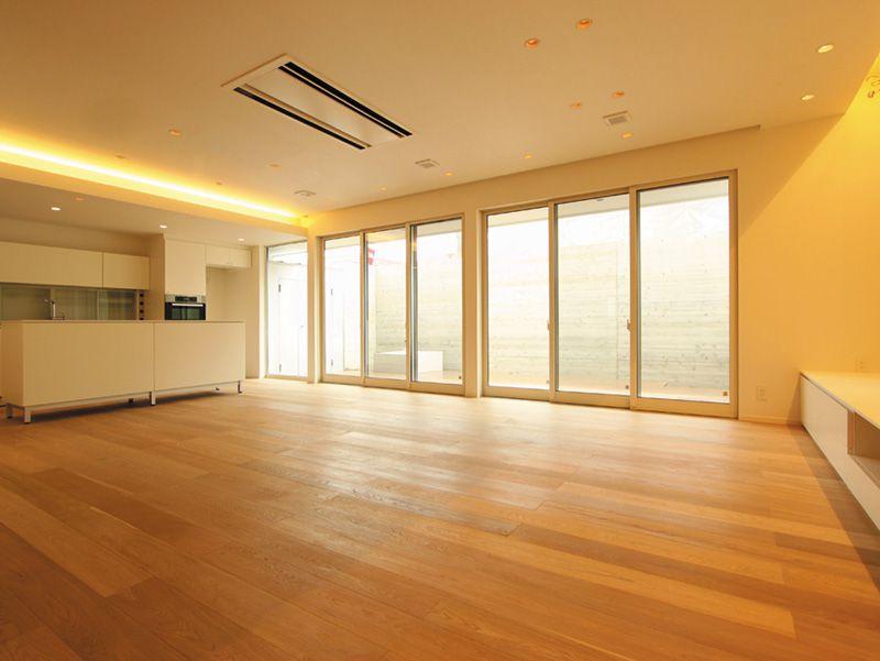 床暖房を敷き込んだリビングルーム。落ち着いたナチュラルな雰囲気になりました。