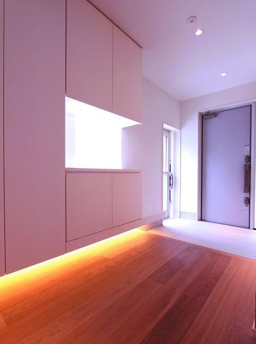 明るく広々とした玄関はお客様を優しくお迎えします。