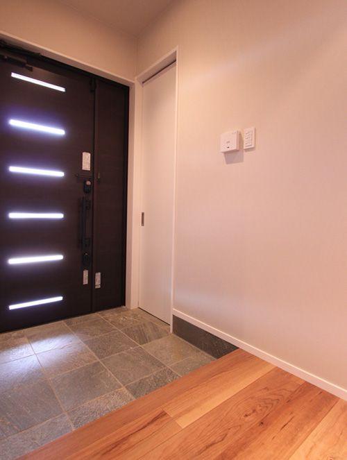 広々とした玄関はお客様を優しくお迎えします。
