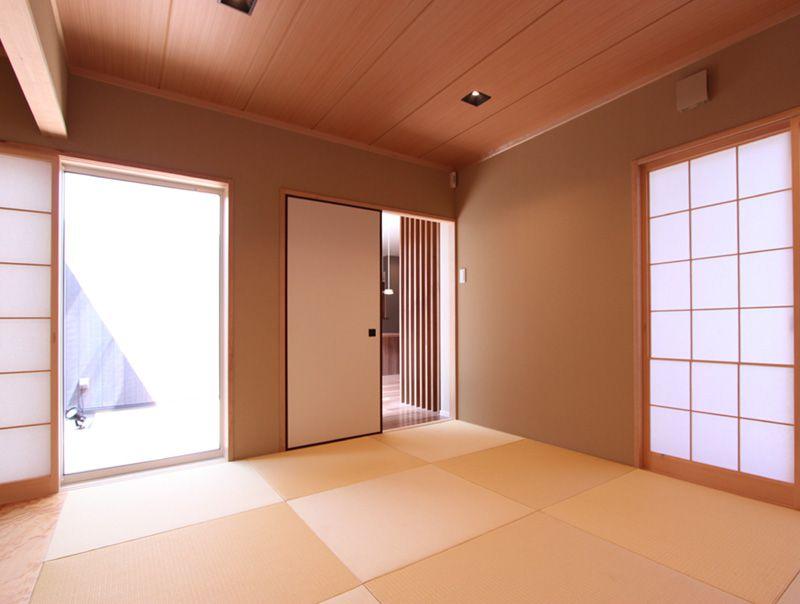 障子をあしらった落ち着いた雰囲気の和室。