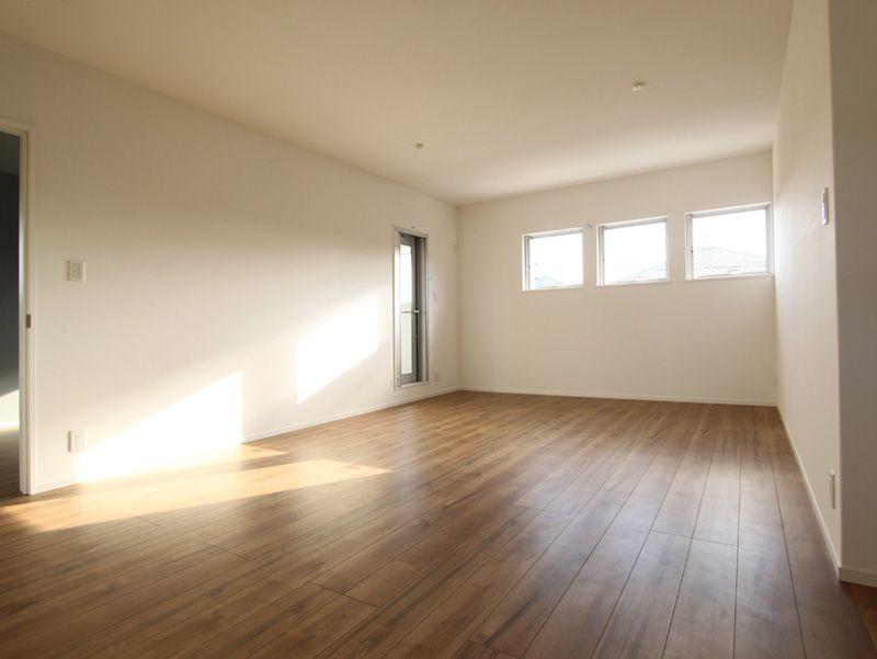 2階の主寝室は採光や通風を確保しつつプライバシーに配慮した造りとしました。