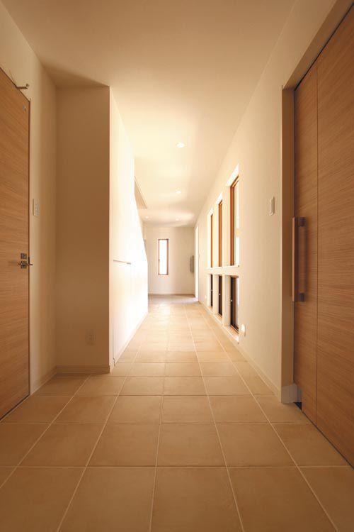 廊下や引き戸はワイドサイズとし、車椅子での移動にも対応できるように配慮しました。