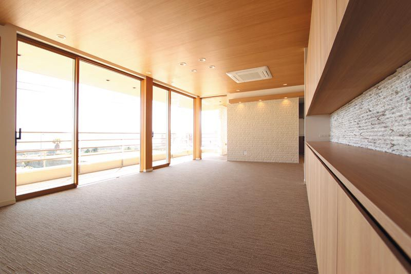 リビングには木調の素材をふんだんに使用し、優しい雰囲気のインテリアとしました。