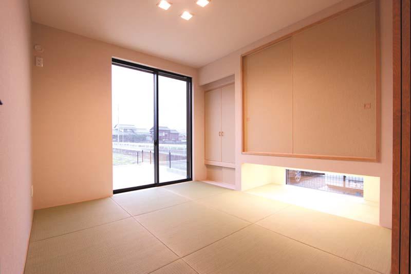 リビングに連続する和室はシンプルなコーディネートとしました。