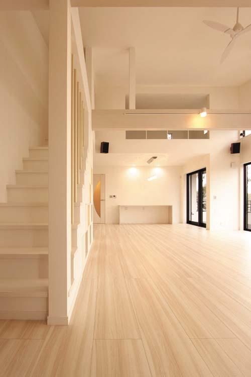 2階からさらに上に続く階段の先には遊びのスペース、ロフトがあります。