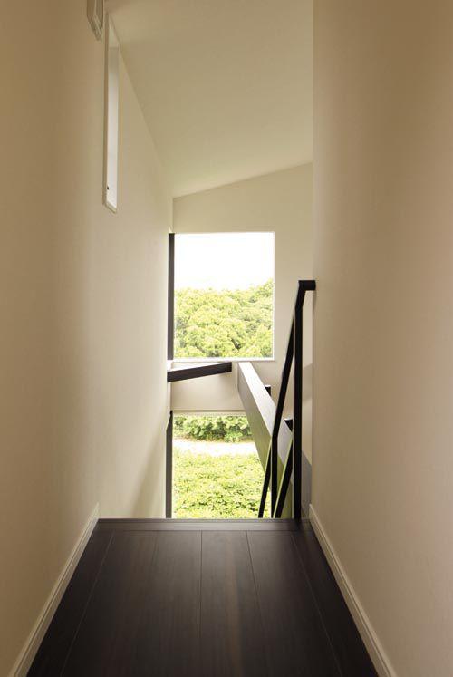 階段室からも海と緑の眺望を確保しました。