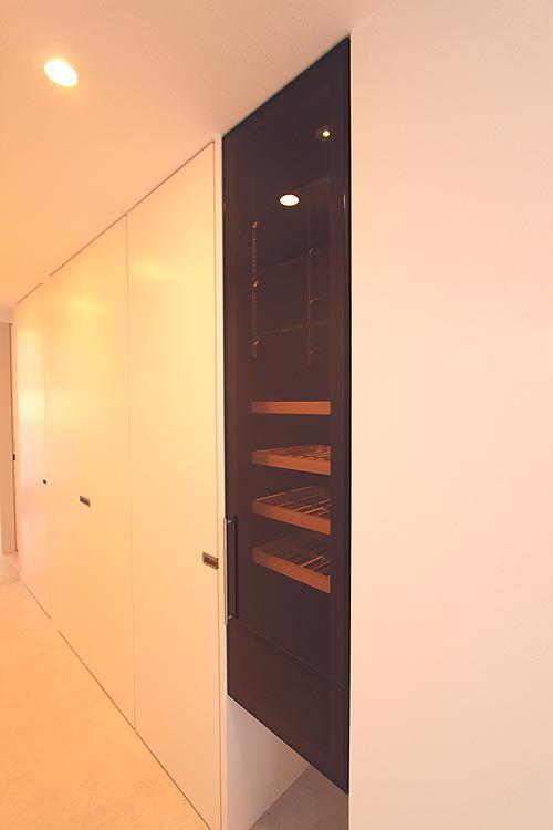 ダイニングへと続く廊下にはワンセラーを組み込みました。