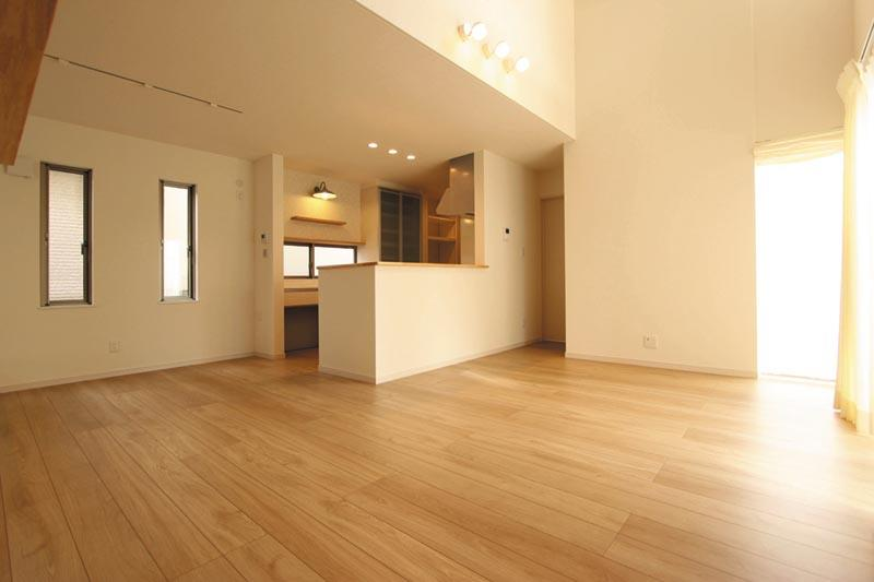 キッチン横のダイニングスペースは奥様の作業動線を考慮した配置にしました。