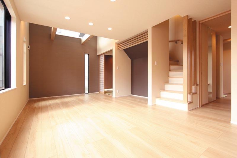 明るいく広々としたリビングダイニングは家族が自然と集まるように、リビング階段やピアノ置場、連続する和室をプランしました。