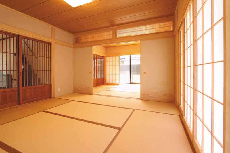 2間続きの本格的な和室は心を落ち着かせます。
