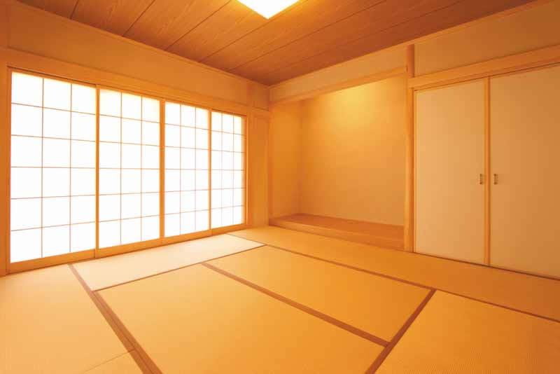 和室には優しい光を採り込む内障子を設けました。