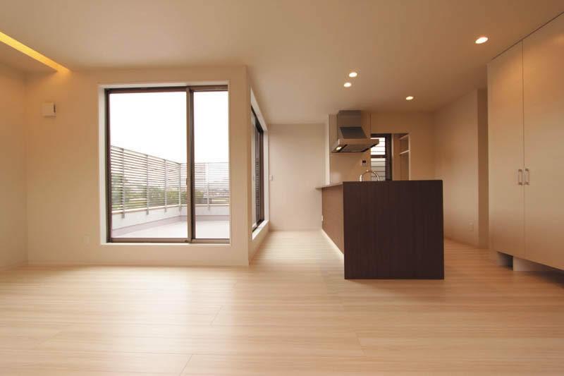 キッチンやリビング、ダイニングは広いバルコニーとの動線を考慮しました。