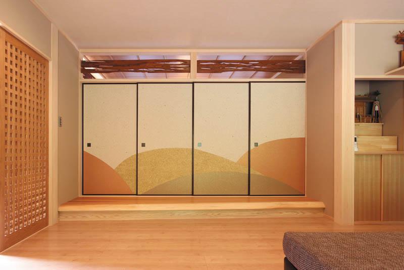 和室大広間の欄間付き襖は高級感漂う、趣きのあるデザインとしました。
