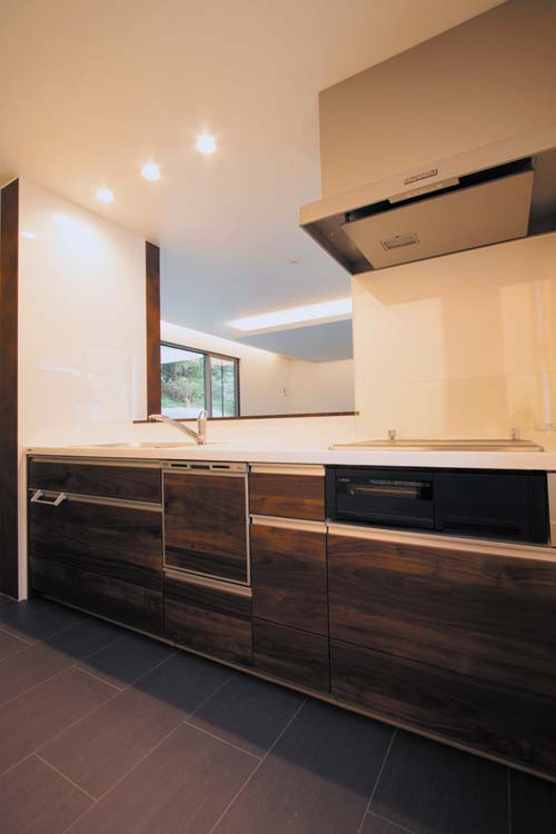 キッチンは機能性を重視し、且つ高級感溢れるコーディネートとしました。